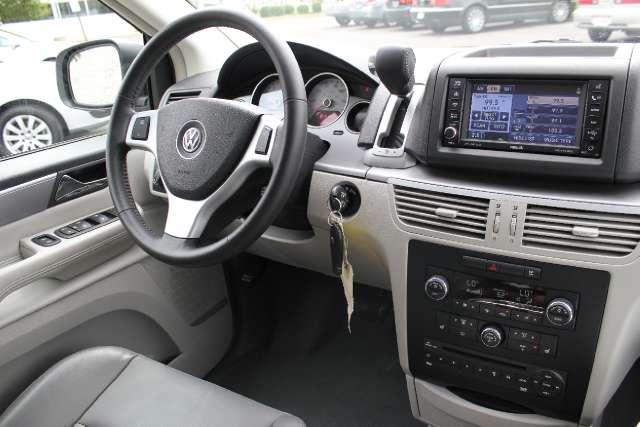 Image 7 of 2010 Volkswagen Routan…