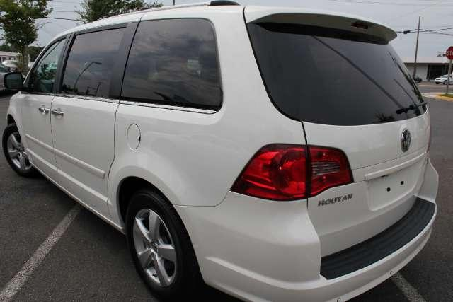 Image 10 of 2010 Volkswagen Routan…