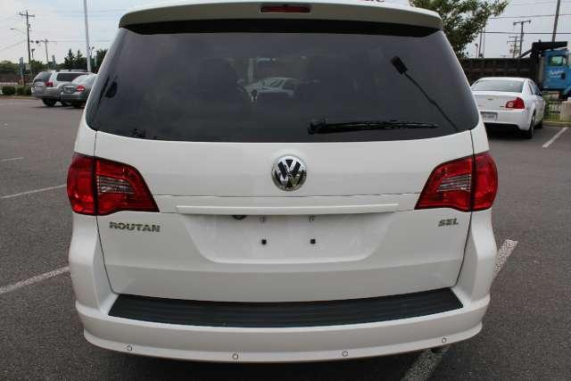 Image 11 of 2010 Volkswagen Routan…
