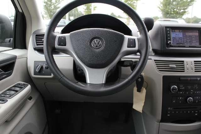 Image 26 of 2010 Volkswagen Routan…