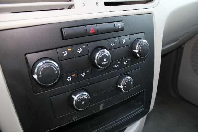 Image 13 of 2009 Volkswagen Routan…