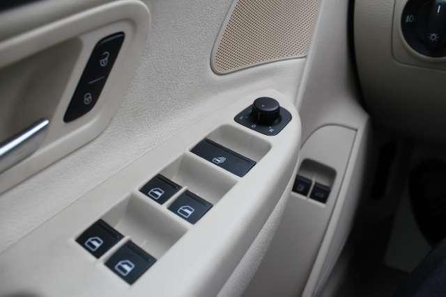 Image 18 of 2008 Volkswagen Eos…