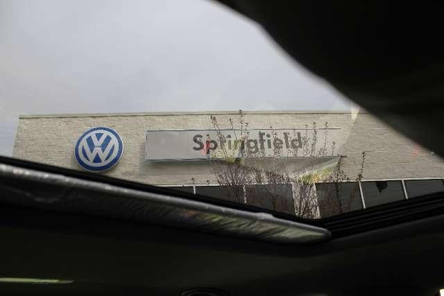 Image 27 of 2011 Volkswagen GTI…