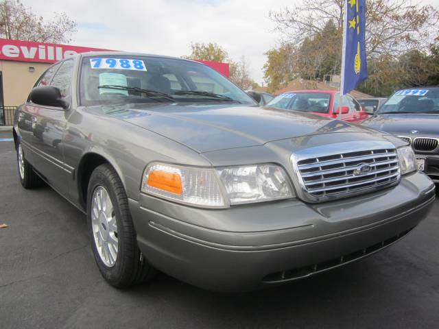 2004 Ford Crown Victoria 305