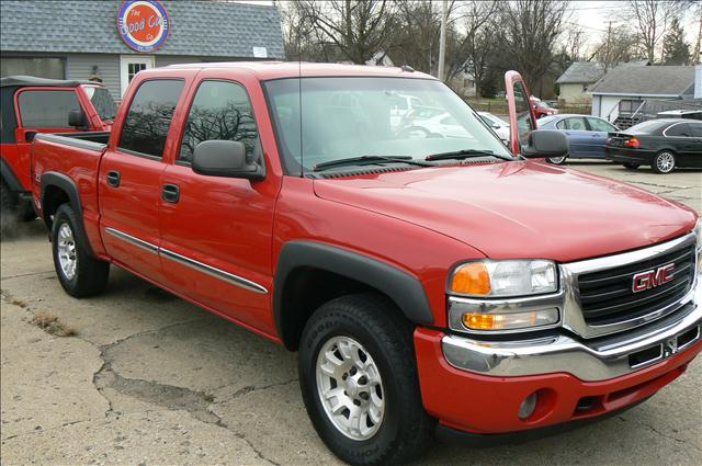 2005 GMC Sierra 1500 SLT Crew Cab Short Bed 4WD - Fenton MI