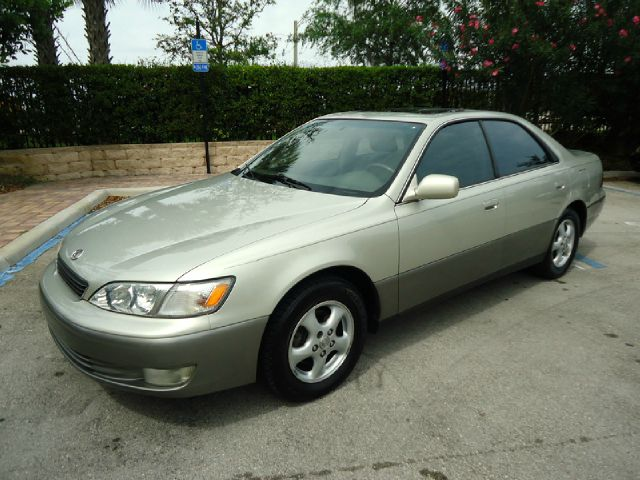 1998 LEXUS ES 300 BASE gold all electrical and optional equipment on this vehicle have been checke