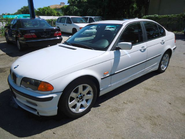 2001 BMW 3 SERIES 325I white all electrical and optional equipment on this vehicle have been check