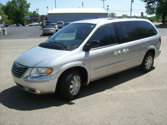 2005 Chrysler Town & Country Touring - Holland MI