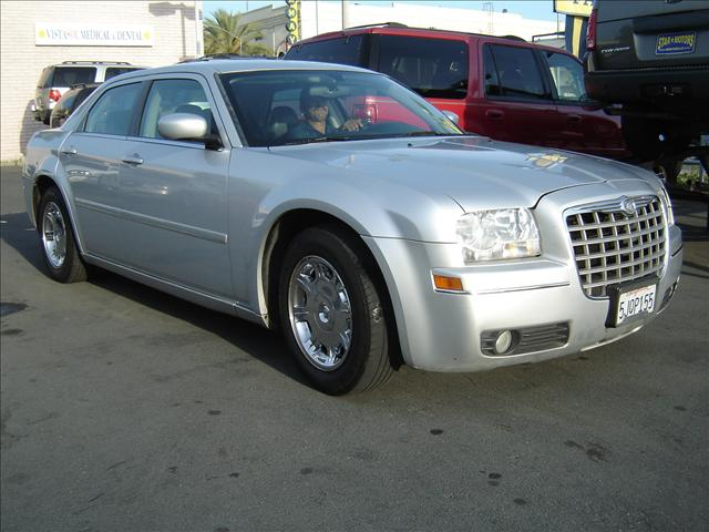 2005 chrysler 300 1022 w whittier blvd montebello ca 90640 used cars for sale. Black Bedroom Furniture Sets. Home Design Ideas