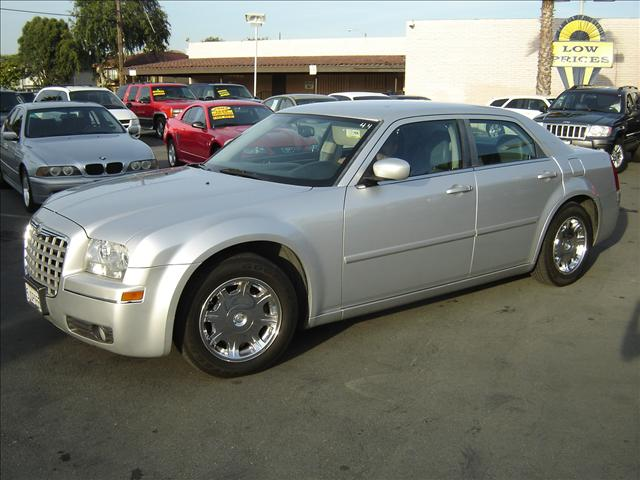 2005 Chrysler 300 1022 W Whittier Blvd Montebello Ca
