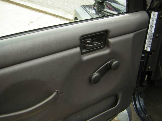 Image 32 of 2000 Jeep Wrangler SE…
