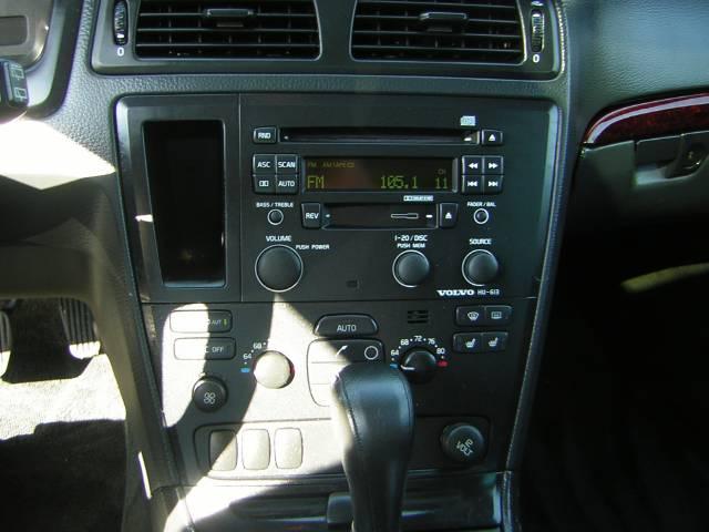 Image 23 of 2004 Volvo XC70 2.5T…