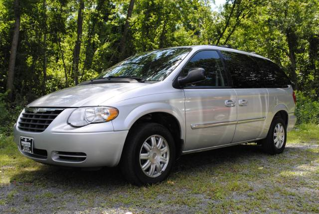 Image 1 of 2006 Chrysler Town and…
