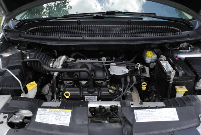 Image 2 of 2006 Chrysler Town and…