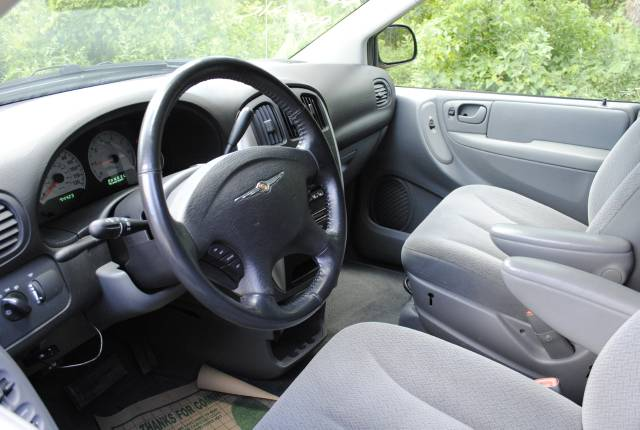 Image 6 of 2006 Chrysler Town and…