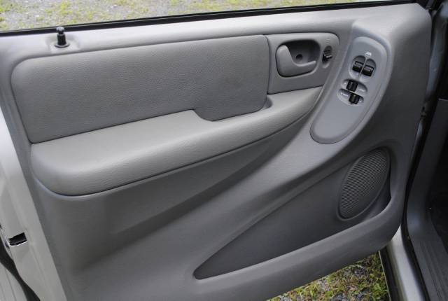 Image 7 of 2006 Chrysler Town and…