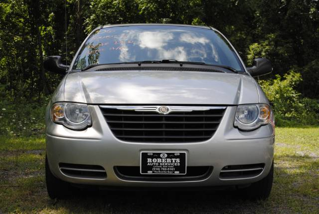 Image 12 of 2006 Chrysler Town and…