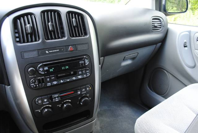Image 14 of 2006 Chrysler Town and…
