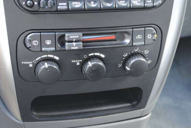 Image 16 of 2006 Chrysler Town and…