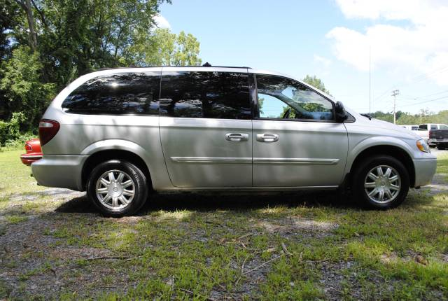Image 23 of 2006 Chrysler Town and…