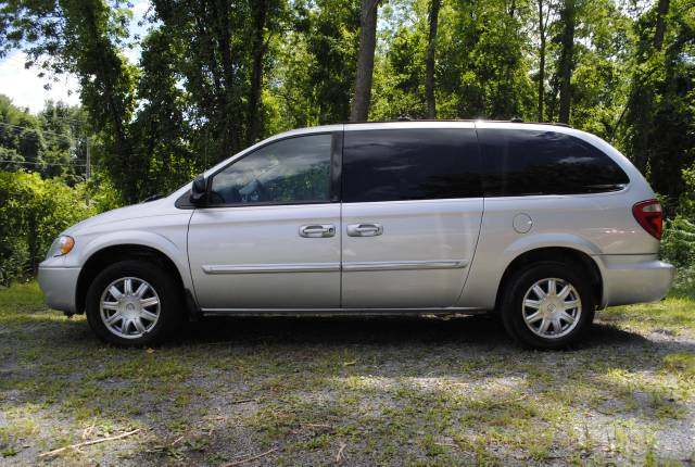 Image 26 of 2006 Chrysler Town and…