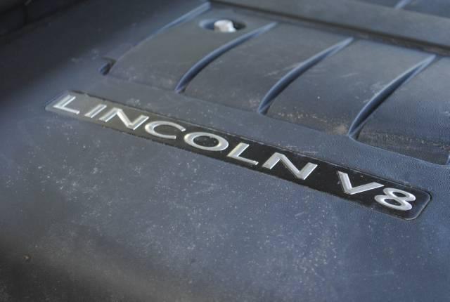 Image 8 of 2004 Lincoln Navigator…