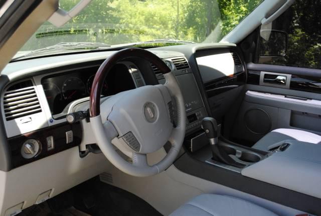 Image 15 of 2004 Lincoln Navigator…
