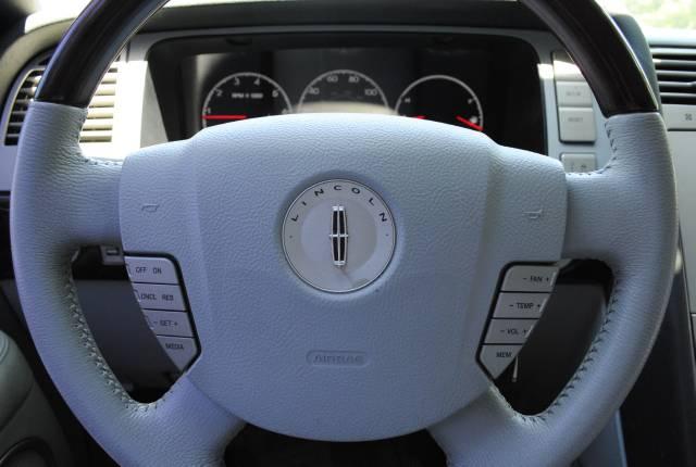 Image 18 of 2004 Lincoln Navigator…