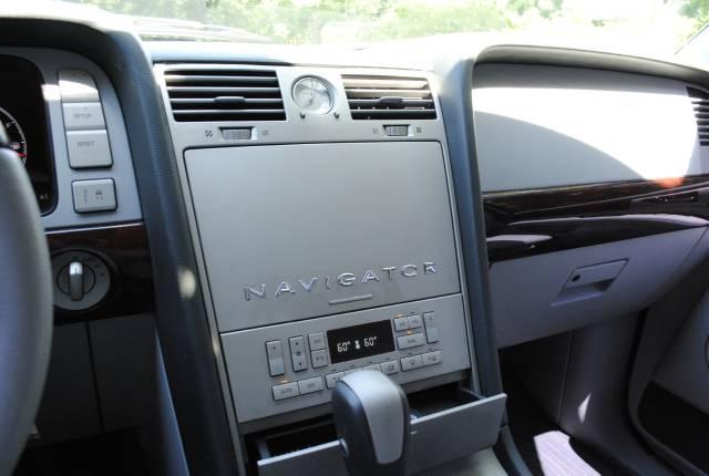 Image 21 of 2004 Lincoln Navigator…