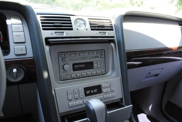 Image 22 of 2004 Lincoln Navigator…