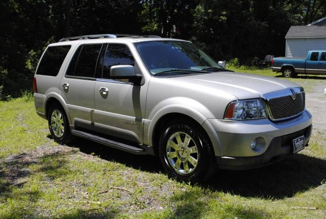 Image 23 of 2004 Lincoln Navigator…