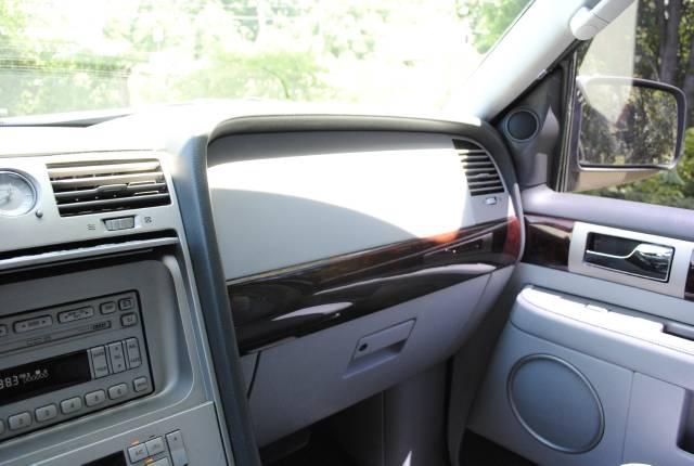 Image 29 of 2004 Lincoln Navigator…