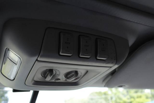 Image 31 of 2004 Lincoln Navigator…