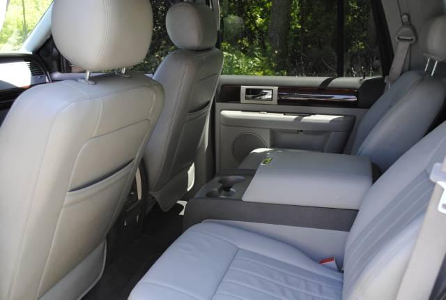 Image 37 of 2004 Lincoln Navigator…
