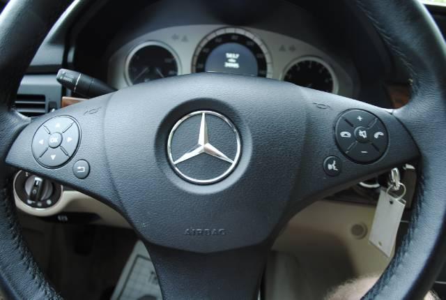 Image 17 of 2010 Mercedes-Benz GLK…